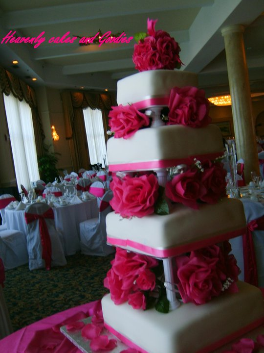 pink wedding cake from leatherwooddesign,com