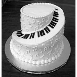 Black and white cake on black and white wedding ideas site