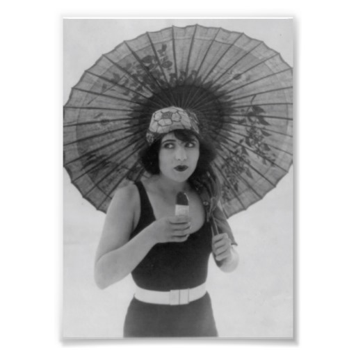 Photo Vintage Ice Scream Beach Bathing Beauty